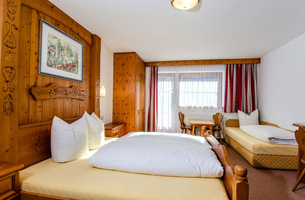 Three-bedded room without balcony - Ischgl Hotel Garni Golfais
